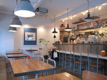テイクアウトも可能なカフェであり、ランチタイムにはひっきりなしにお客さんが出入りする人気店です。wifiも完備されているため長居スポットにもおすすめ◎