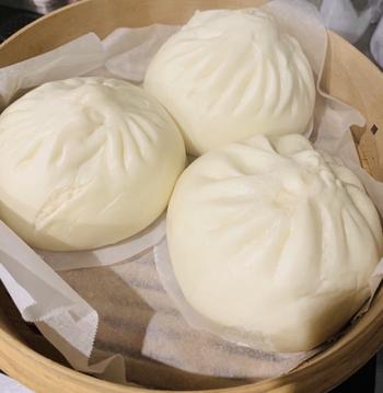 「華正樓」のオススメは何と言ってもビッグで美味しい肉まんです。筍のさっくり食感と甘い豚肉の餡が本当に美味しいんです。中華街へ訪れた際にはオススメの一品です。