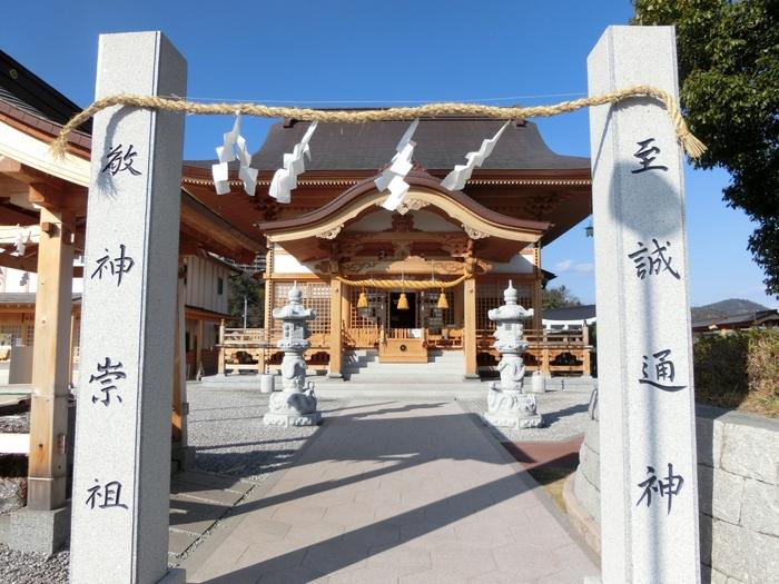 2012年に創建された岩国白蛇神社。新しい神社ですが、金運や商売繁盛の神様として観光客が訪れる人気のスポットです。江戸時代に岩国で白蛇を捕獲したとの記述があり、その後住みついていたとされ、岩国と白蛇は古くから深いつながりがあります。