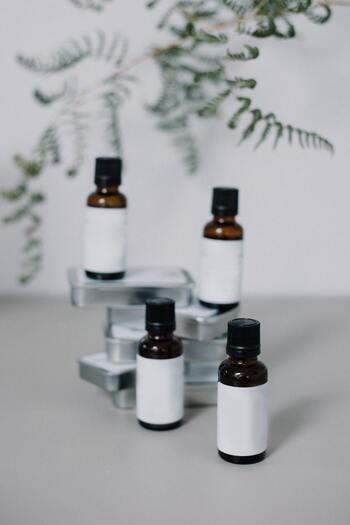 市販されているアロマオイルには、100%天然の精油(エッセンシャルオイル)と合成のオイルがあります。気に入った香りが合成オイルだった場合、精油専用のディフューザーでは使用できません。幅広い用途で使いたいなら、両用がおすすめです。