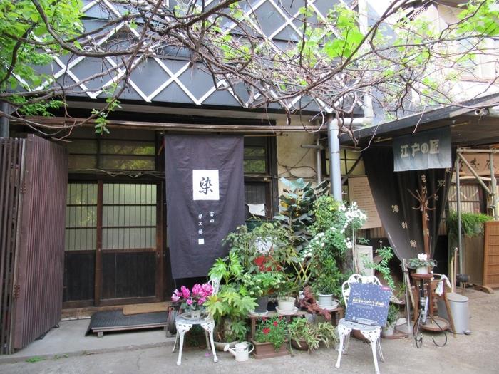 東京染小紋や江戸更紗を扱う染色工房「富田染工芸」が運営している「東京染ものがたり博物館」では、東京染小紋や江戸更紗の作品や工房の見学ができます。