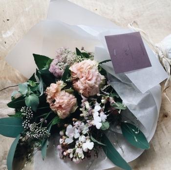 中目黒や蔵前にお店のある「ex. flower shop & laboratory(イクス フラワー ショップ アンド ラボラトリー)」は、おしゃれな人から人気の花屋さん。ベーシックなものから珍しいものまで、センスの良いお花が揃っています。