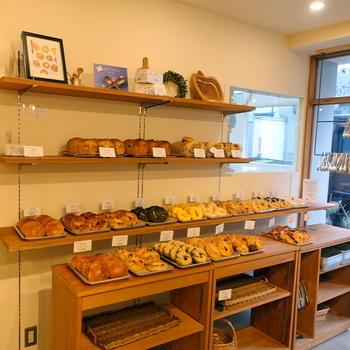 店内には、「和ベーグル」のほか、本場ニューヨークの伝統的な製法を再現した「ニューヨークベーグル」も販売しています。