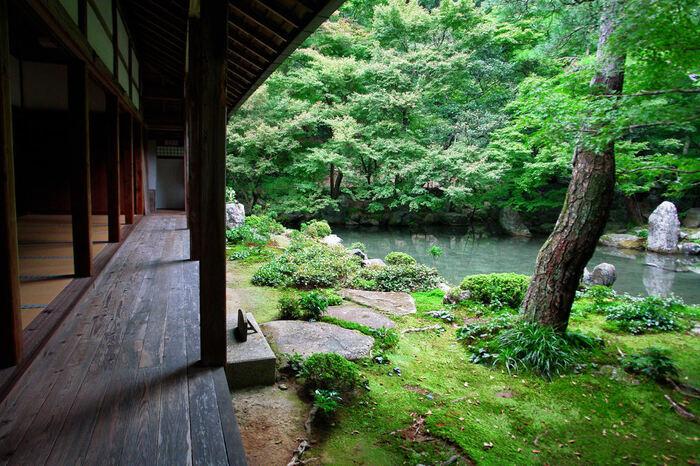 なお、仁和寺や龍安寺の近くにも蓮華寺というお寺があります。こちらには石の仏像が見所で、庭園は無いので注意してくださいね。