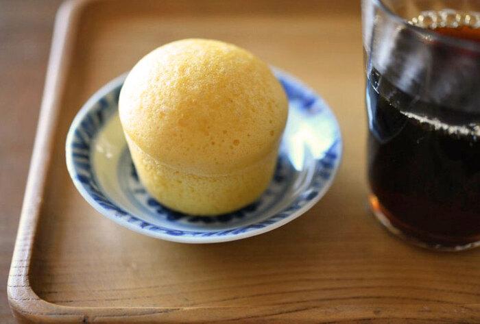 牛乳なしの卵多めの蒸しパンは、生地にも密度があり食べ応えも◎シンプルなたまごの甘みがふんわりと口の中に広がります。
