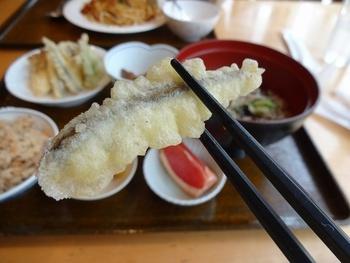 旅館に併設されているレストランでは、足助グルメが楽しめます。稚アユの天ぷらやそば、松茸ごはんなど素朴ながらも美味しい料理がいただけます。また、名物のイノシシ鍋も絶品です。