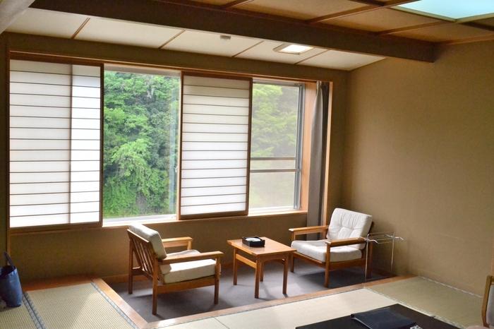 愛知県最古といわれる天然温泉が自慢の大きな宿です。少しぬめりがある温泉は美肌効果があり、冷え性にも効果があり女性に大人気です。