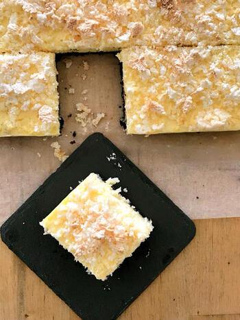 チーズ好きに捧げる、クリームチーズとカッテージチーズの2種を使ったチーズケーキです。ベイクドなのにレアのような不思議な食感が味わえるので、ぜひお試しを。