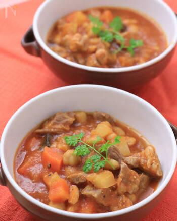 フランスで白いんげん豆の料理と言えば、豚肉などと煮込む「カスレ」が定番。圧力鍋を使えば、短時間でじっくり煮込んだように仕上がります。素材の旨みも引き出されるそうですよ。