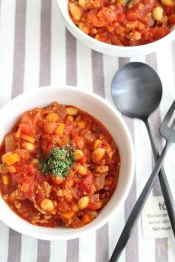 本来はいんげん豆を使うチリコンカンですが、大豆でもとっても美味しく仕上がりますよ。野菜たっぷりで見た目も鮮やか。パンやご飯によく合います。