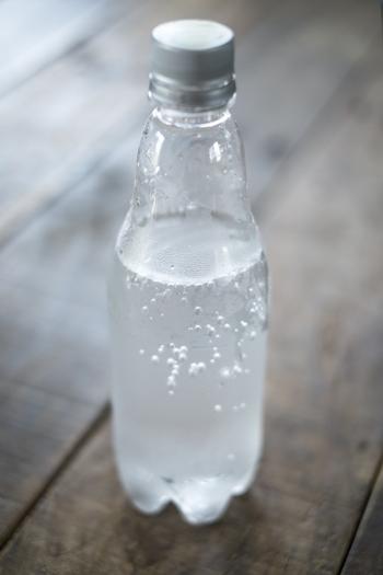 ワインやフルーツの味がしっかり楽しめるストレートのほか、炭酸水で割るのもおすすめ。甘みが欲しいときは、炭酸ジュースで割るのもいいでしょう。