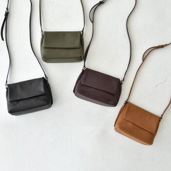 """スタイリッシュでミニマルなデザインを心がけた、「LORENA(ロレナ)」のミニバッグ。""""働く女性のためのベーシックでクリーンなアイテム""""をモットーに、商品作りを行っています。"""