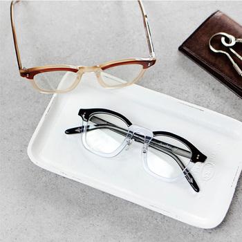 かわいい伊達眼鏡。たくさんの形や色があって迷ってしまいますね。種類もいろいろあるので、あなたにぴったりのフレームを探してみて下さい♪