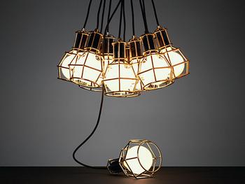 多灯使いはざっくりまとめても、ランダムに高低差を付けても、オブジェのような雰囲気を楽しめます。
