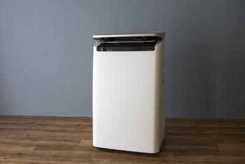 電気で動く加湿器もフィルターなどのお掃除が必要ですが、ペーパー加湿器は定期的にペーパー部分を交換します。アイテムによっては、替えのペーパーが最初からセットになっていることも。
