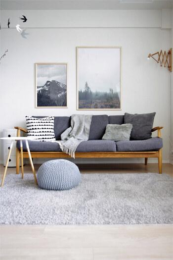 ライトグレーを基調としたお部屋は、スタイリッシュで洗練された雰囲気に。差し色や色の濃淡でよりおしゃれな印象になります。