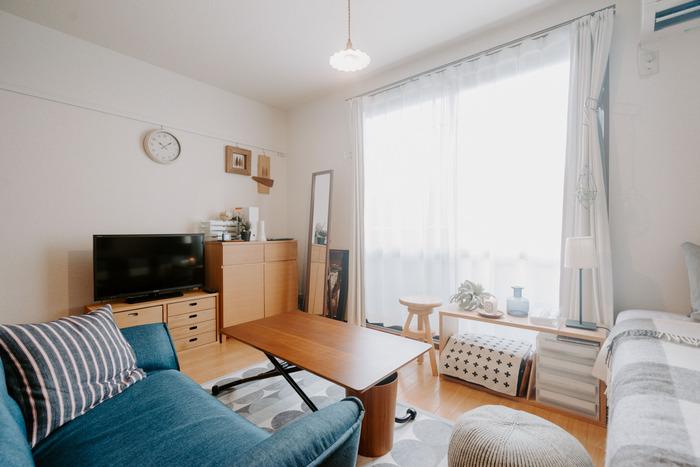 異なるテイストの家具が一緒になり、たくさんの色が同じ空間の中にあるとお部屋の中が散らかった印象に。テーマを決めて、お部屋の小物や家具は統一感が出るようにコーディネートしましょう。