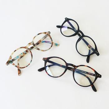 フランス生まれのアイウェアブランド「IZIPIZI(イジピジ)」の眼鏡は、カラフルでスタイリッシュ♪気軽にかけられるブルーライトカットグラスや老眼鏡など、どこでも使いやすい機能とカジュアルなデザインが魅力です。