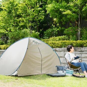 最近ではカラーやデザイン、種類など、さまざまなテントがあるので、お気に入りのものがきっと見つかるはずです♪ただし見た目に気を取られすぎず、キャンプ場の使用条件にあっているものなのかの確認は忘れずにしましょう。