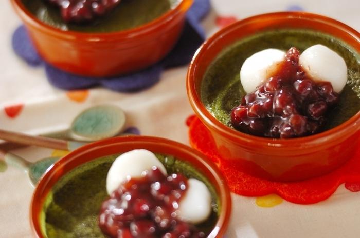 抹茶や小豆を使った和なプリンです。緑や赤、白など色味も綺麗!隠し味の日本酒も和の材料だから相性が良いんですね。
