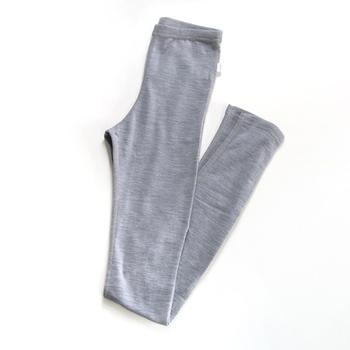 こちらは伸縮性とフィット感に優れた、シンプルで履き心地の良いレギンスです。スカートにもパンツにも重ねやすく、様々なコーディネートに活躍してくれますよ◎。johaの肌着は女性用だけではなく、男性用のインナーや赤ちゃんの肌着も展開されています。高機能素材でできた上質なインナーは、お誕生日や出産祝いなど特別な日のギフトにもおすすめです。