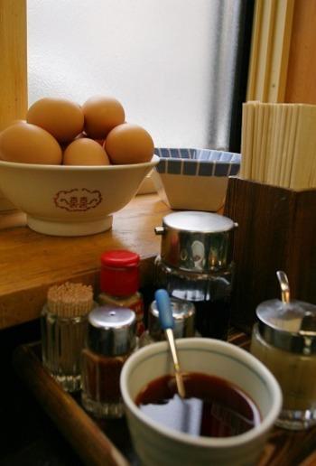 もちろん、「ちいたんたん」も大きな楽しみ。  生卵を溶いて店員さんに「ちいたんお願いします」と、お皿を出すと、ゆで汁・ねぎ・味噌を加えたスープをいただけます。さらにラー油、味噌、胡椒など、お好みで味変して味わっても◎