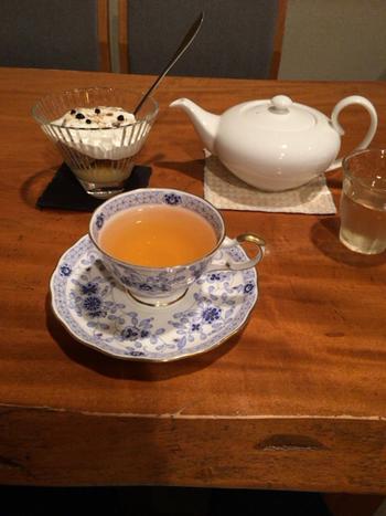 ダージリン、アッサムなどの銘柄で選ぶ紅茶、また、ジンジャーティーやロシアティーといったアレンジティーのメニューも。様々な味わいのミルクティーもありますよ。  スイーツやランチもあり、お腹を満たす場所としてもおすすめです。