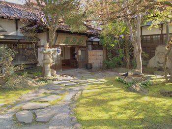 対してこちらは、洋風とは異なる趣。  盛岡出身の実業家、頼川安五郎氏の邸宅であった「南昌荘(なんしょうそう)」。  明治期の近代和風の歴史的建造物として、盛岡市保護庭園・保存建造物、および庭園が国登録記念物となっています。