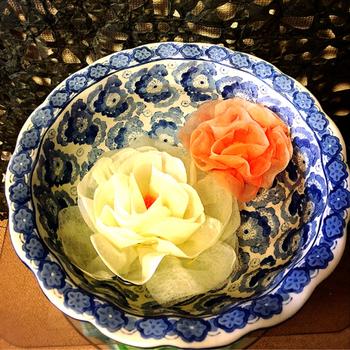 実は自作も出来る、ペーパー加湿器。コーヒーフィルターやキッチンペーパーなどを使ってお花の形などを作り、お水に浸すだけでOKなんです。すぐに作れるので、簡単に取り換えられるのもメリットですね。
