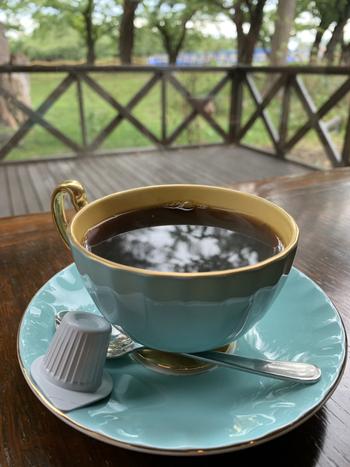 ピーベリーとは、コーヒー豆の中でも3〜5%しか収穫されない、粒の丸いレアなコーヒー豆のこと。そんな名前を店名にしているだけあって、珈琲のお味も本格的。