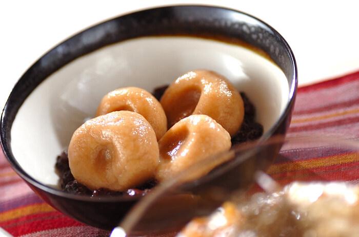 きな粉のパサパサ感が苦手な子は、白玉団子に練りこんでしまうと食べやすくなります。白玉団子なら子供も粘土感覚でお手伝いしてくれるので、一緒に作ってみましょう♪