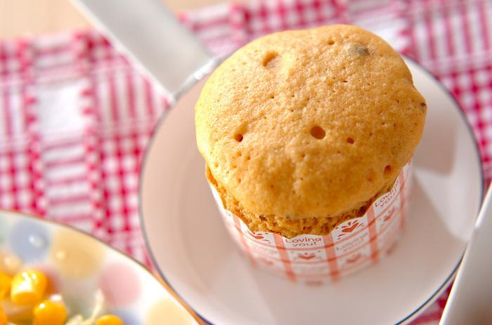 蒸し器がなくても電子レンジで蒸しパンが作れます。きな粉と一緒に茹で小豆を入れるのがポイント。きな粉は黒糖や小豆などの和の食材と相性がいいので一緒に使いたいですね。