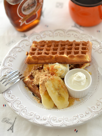 たっぷりのハチミツと一緒にワッフルにかけて食べても美味しそう。塩ヨーグルトを添えることも忘れずに。