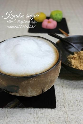 きな粉シュガーを用意して、おしゃれなカフェタイムを楽しみませんか? きな粉シュガーは、粉糖ときな粉を2:1の割合で作ります。