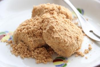 さまざまなきな粉レシピはいかがでしたか? きな粉が苦手な人は、口どけの良いきな粉を使ったり、フレーバーきな粉を使うなど工夫してみて。 砂糖やゴマがブレンドされた食べやすい商品も売られているので、自分好みのきな粉を見つけてみるのもいいですね。