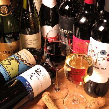 店名が「ワインの酒場。」というだけあって、ワインの種類が豊富!しかもとってもリーズナブルなので、ついついたくさん飲んでしまいそう…♪世界各国から取り寄せたワインは常時40種類以上あり、グラスでもボトルでも、気分にあわせてチョイスするのも楽しみのひとつです。
