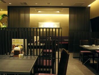 JR京都駅構内、新幹線のりばの近くにある漬物屋さんに併設されている、大変アクセスの良いお店です。京都旅行のはじまり、または終わりに、気軽に利用できる利便性の高い人気店です。