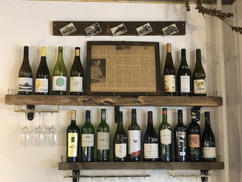 気になるワインは、仕入れ値プラス1000円でボトルが頼めるというリーズナブルで良心的な価格設定。普段飲まないようなボトルも、このお店では特別に頼んでみてもいいかもしれません♪