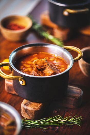 炭酸水は、料理やお菓子作りに使うこともできます。水の代わりに使うことで、お肉が柔らかく仕上がったり、魚のくさみが取れたり、天ぷらがよりサクサク食感に仕上がったり、パンケーキがふわふわになったり、とさまざまな効果が期待できるんですよ♪