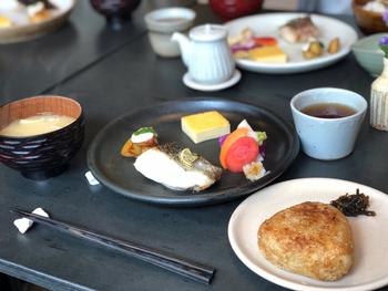 地産地消にもこだわって丁寧に作られた朝ごはんは、日本人が忘れかけている「一汁三菜」「一汁五菜」といった和の文化を、美味しく思い出させてくれます。