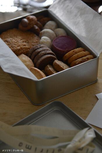 お菓子は贈答品としても一般的で、金額の幅も広いので、気軽な引っ越し挨拶ギフトとして人気があります。お菓子にするときは、生菓子などは避け、賞味期限に余裕のあるものを選ぶようにしましょう。