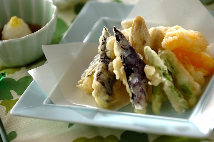 こちらは名前の通り、炭酸水を使った衣で揚げたサクサク天ぷらのレシピです。いつもの水の代わりに炭酸水を使いましょう。素材は、季節の野菜でアレンジしてみてくださいね。