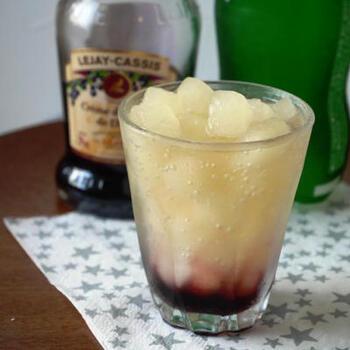 炭酸水は飲み物以外でも、おかずやスイーツに使える汎用性の高いドリンク。よりおいしく仕上がるメリットもあって一石二鳥ですね♪飲み物では、カクテルのレシピもいろいろあるので、おしゃれなお酒タイムも演出してみてください。