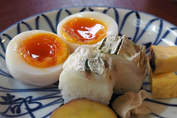格式ある料亭のお料理を手頃に食べられる朝ごはんは、大変人気があります。お店の名物である「瓢亭玉子」も朝食でいただくことができます。一子相伝の味わい深い一品です。