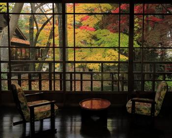 秋には、このような紅葉を愉しむことも・・。盛岡を代表する絶景の穴場です。  大人の盛岡旅のゴール地点として、南昌荘を訪れてみるのもおすすめですよ。