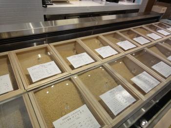 さまざまなお米がラインナップされているAKOMEYA。オンラインストアではキュートなパッケージのお米も販売されています。洒落たお米ギフトを探せます。