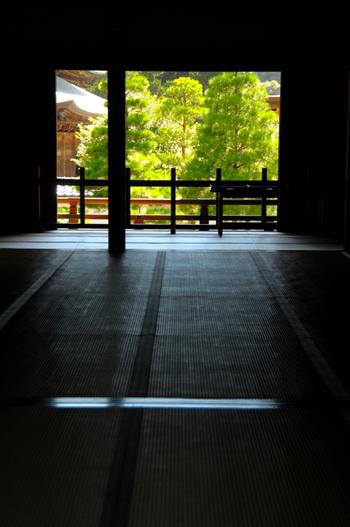 建長寺では、座禅をはじめ、写経、御詠歌などを体験することができます。