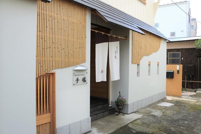 極楽寺にある芸術性が高い練り切りで有名な和菓子店「手毬」。こちらでは和菓子作り体験をすることができるんです。