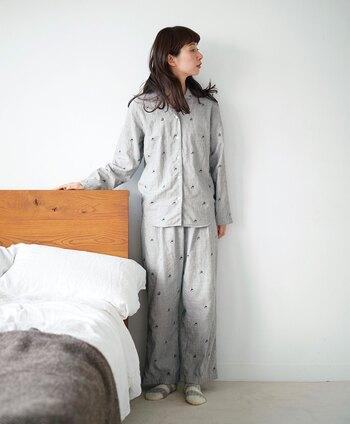 総柄パジャマをお探しの方には、Sunny cloudsの「パンダなパジャマ」がおすすめ。Sunny cloudsオリジナルの綿100%、二重織り生地のパジャマです。ベーシックな前開きタイプなので、着やすくて飽きないところがいいですね。