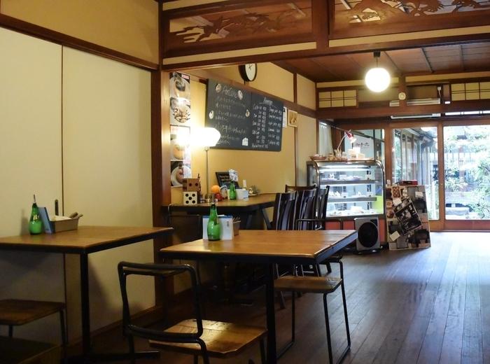陰陽師として有名な安倍晴明が祀られている「晴明神社」近くにある古民家カフェです。住宅街の中にありながらも大変な人気で、常に行列ができています。
